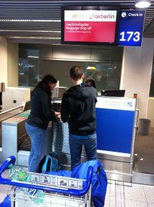 Check inn bei Air Berlin- die Dame war leicht überfordert mit dem Special-Worldwide-Ticket...